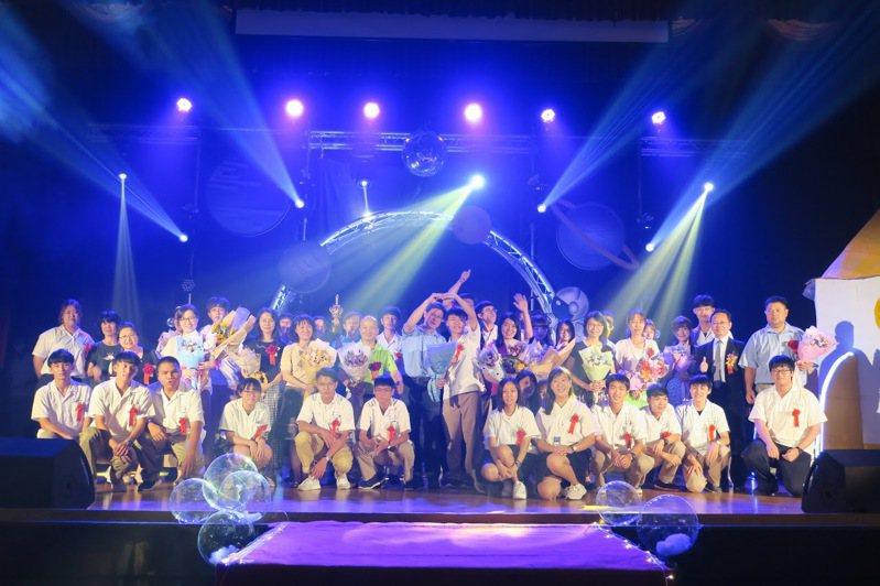 台南二中去年畢業典禮熱鬧又精采,受疫情影響,今年要簡化了。圖/南二中提供