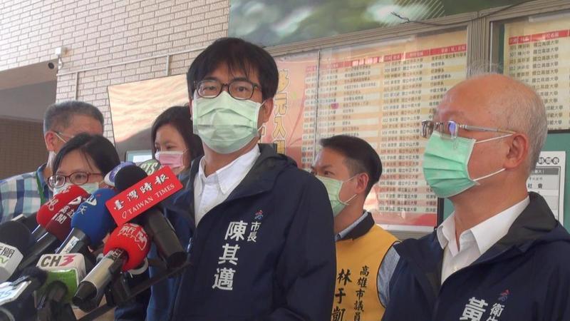 陳其邁表示,因案1217而被匡列的56人,都住進防疫旅館,目前暫無發燒等症狀。記者王昭月/攝影