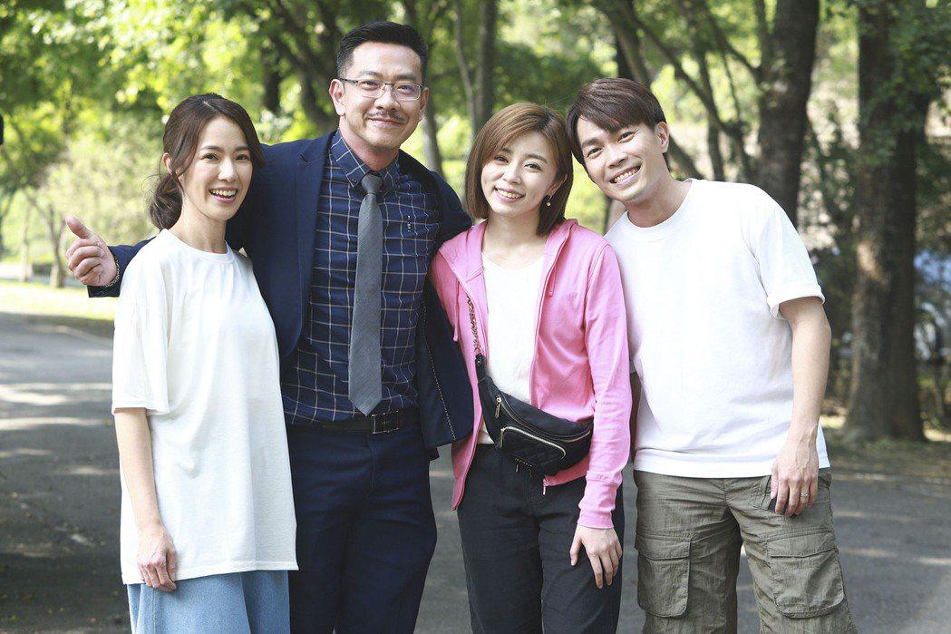 黃瑄(左起)、江俊翰、王瞳、許仁杰拍外景戲。圖/民視提供