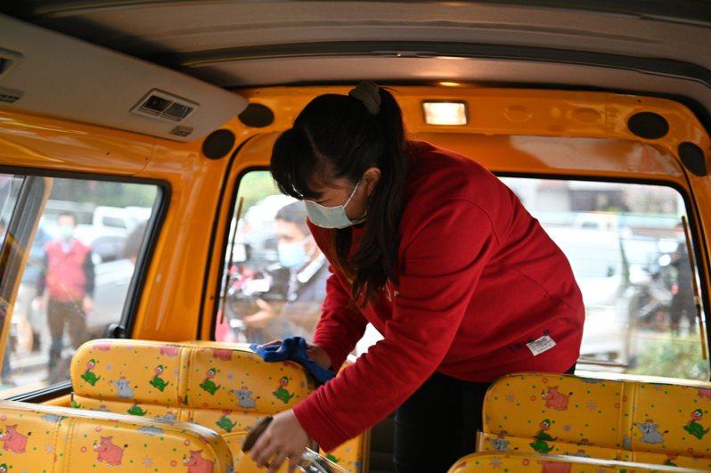 學生交通車、幼童車加強消毒措施。圖/新北市教育局提供