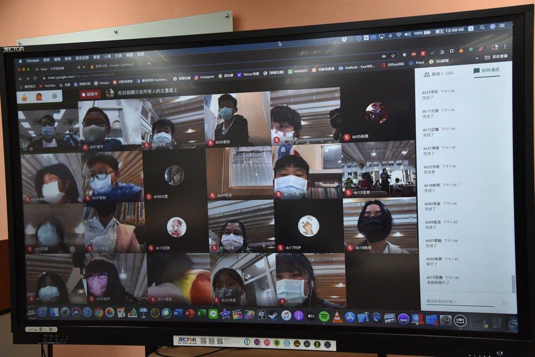 南投縣教育處推廣線上教學,老師透過視訊會議軟體,可同步授課並觀察學生的學習狀況。...