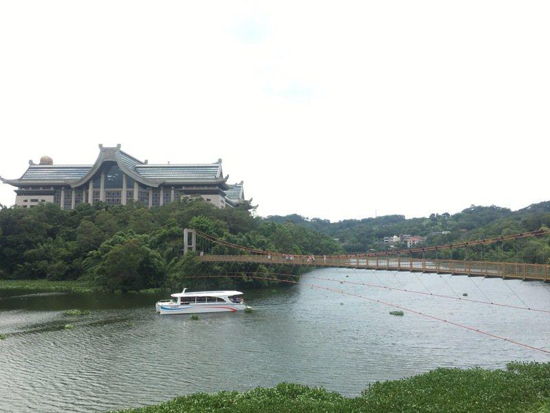 一名確診者曾在5月9日前往新竹縣峨眉鄉知名景點十二寮的「二泉湖畔咖啡」,圖為峨眉湖。記者陳斯穎/攝影