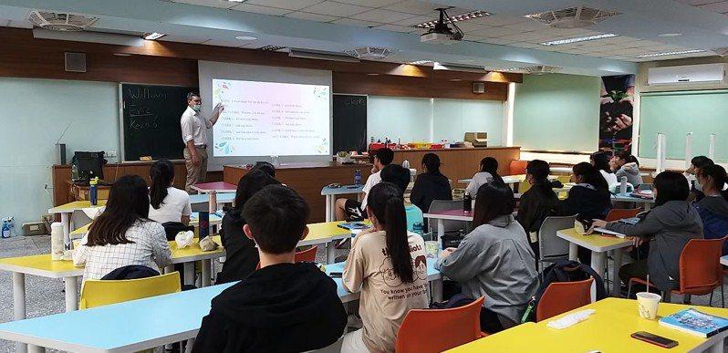 竹北高中長期發展英文教育,與台北市、新北市及竹科實中等22所學校,共同組成NPDL國家隊。圖/竹北高中提供