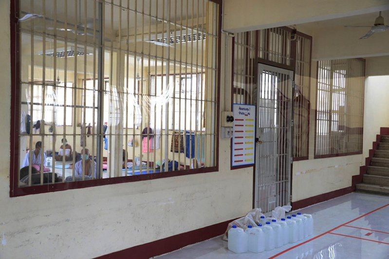 泰國十三日暴增四八八七例新冠肺炎確診,其中超過一半來自監獄群聚感染。(美聯社)