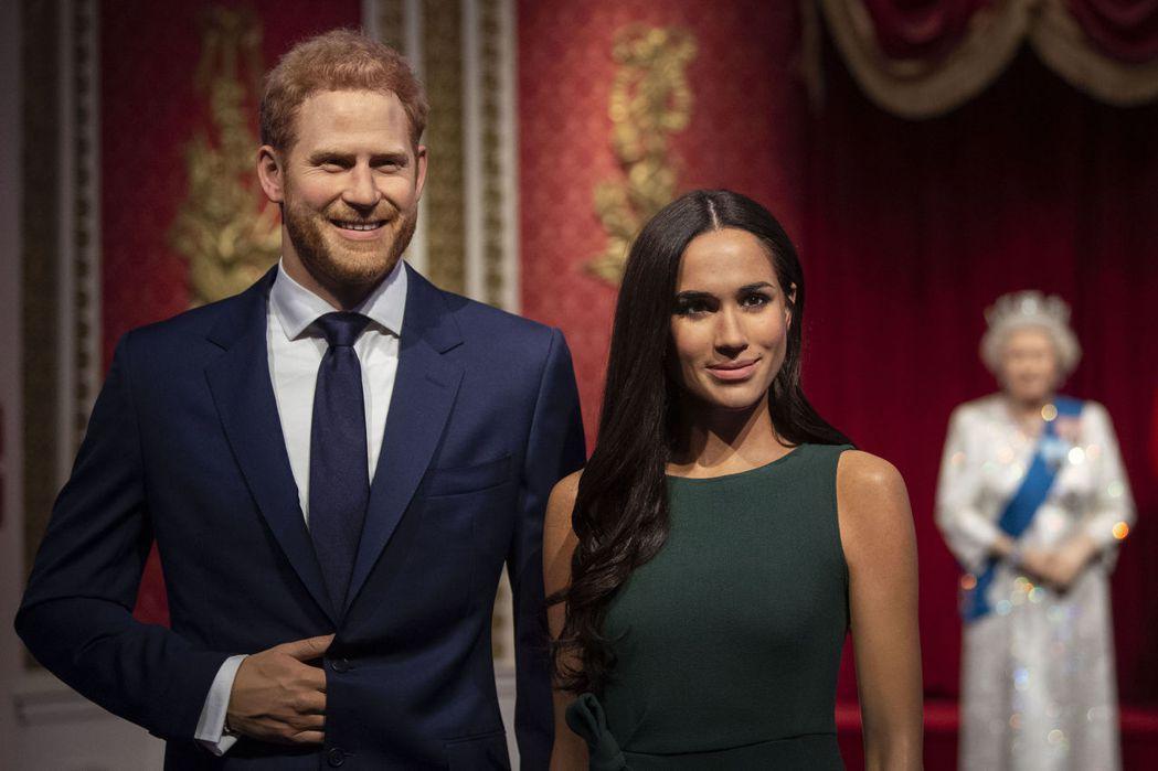 在倫敦杜莎夫人蠟像館的哈利王子夫妻蠟像。美聯社