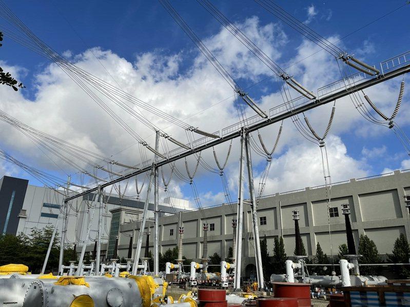 興達電廠路竹超高壓變電所匯流排今天下午故障,導致全台無預警大停電。記者劉學聖╱攝影