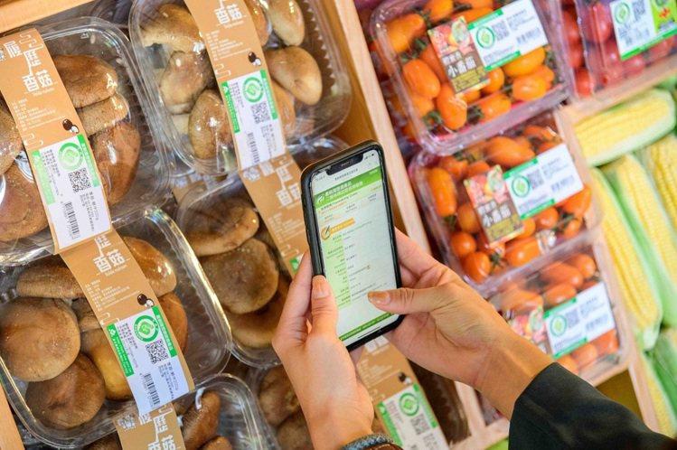 全聯經營產銷履歷商品,消費者透過手機就可掃描產銷履歷商品,細節一目了然。圖/全聯...