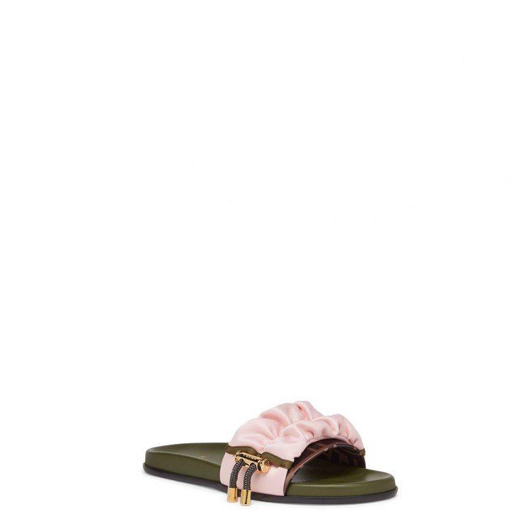 FENDI Vertigo撞色設計緞面拖鞋,24,500元。圖/FENDI提供
