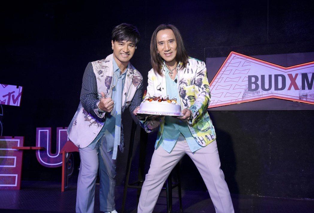 今天是顏志琳(右)53歲生日,日前母親節與粉絲提前慶生。圖/MTV提供