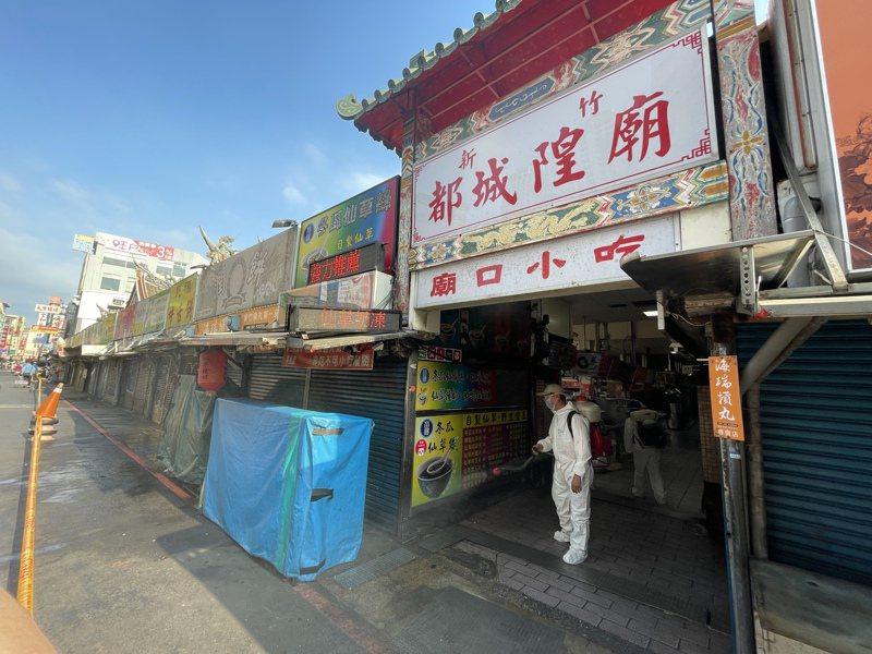 新竹都城隍廟與商圈今下午大消毒。記者張裕珍/攝影