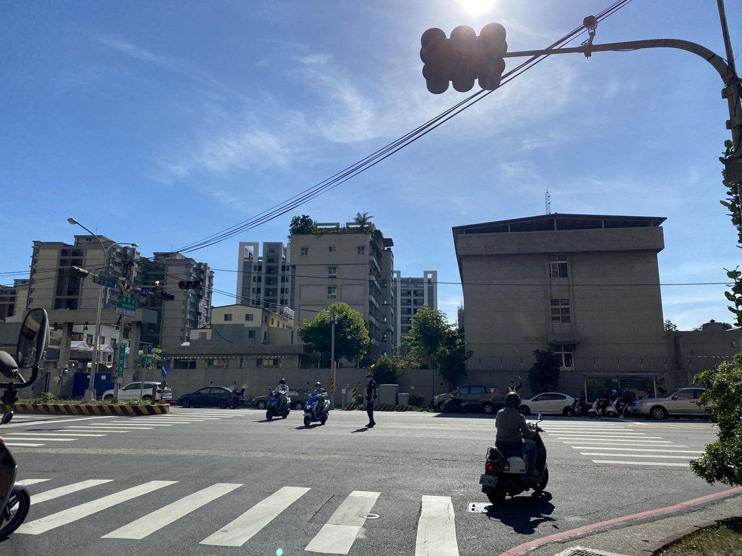 受停電影響,台南地區約有900到1200處交通號誌輪流停擺。記者鄭維真/攝影
