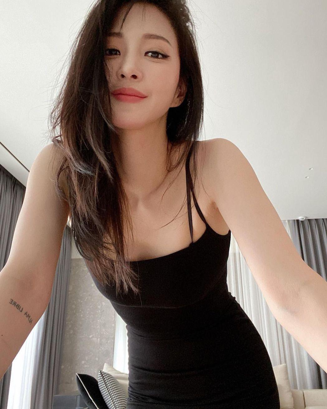 39歲女神韓藝瑟突然在IG認愛,被韓媒盛讚「神似李帝勳」。圖/摘自IG