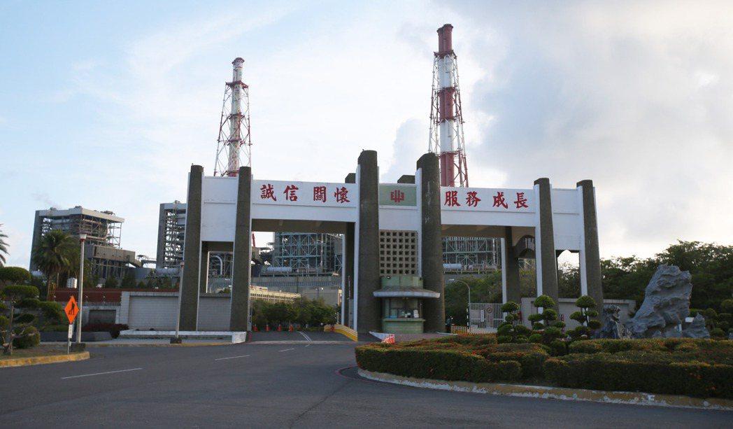 高雄興達火力發電廠今停機,造成全台大停電。記者劉學聖/攝影