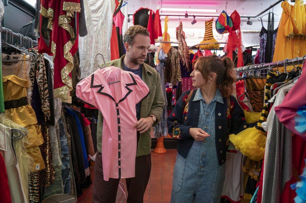 「而立人生」由瑞夫史波(左)、埃絲特史密斯(右)主演,講述一段浪漫又瘋狂的求子旅...