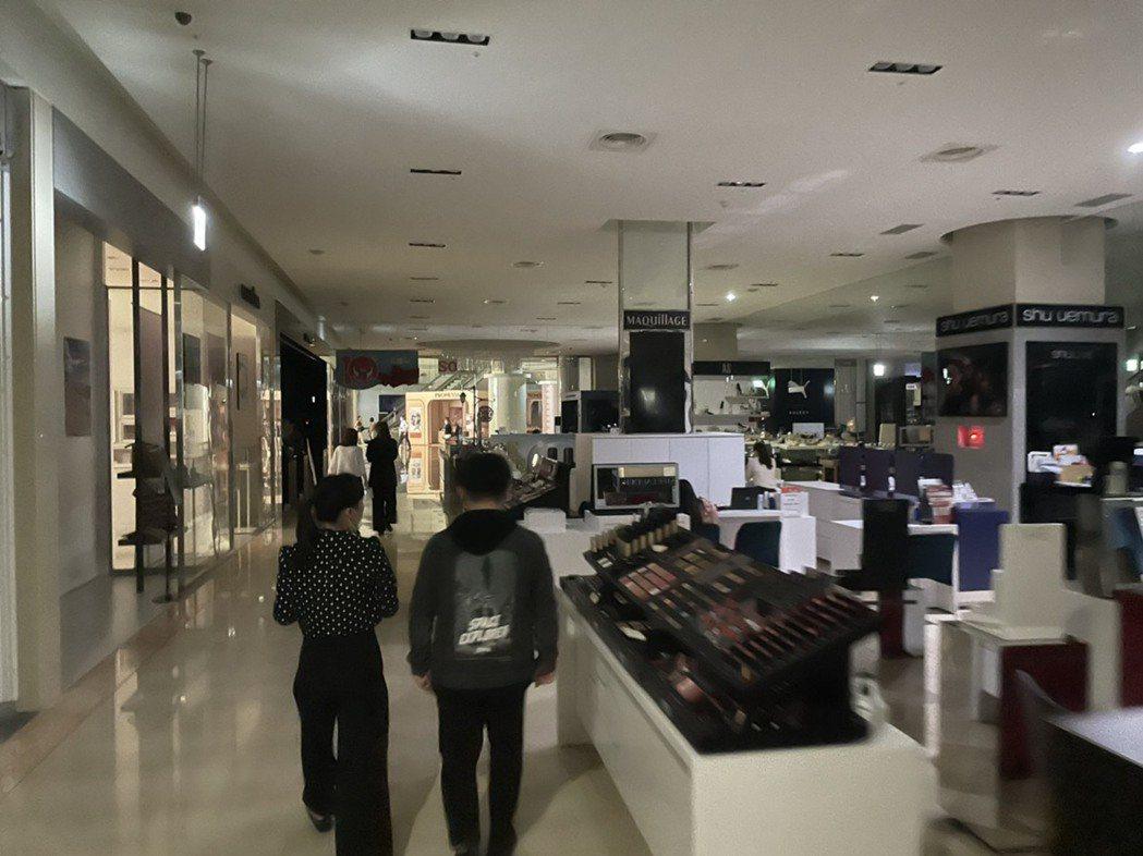 新竹知名購物中心巨城也停電。圖/讀者提供