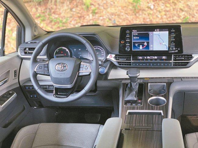 駕駛導向的科技配備一應俱全,合力共構出彷如飛機駕駛艙的質感氛圍。圖/陳志光