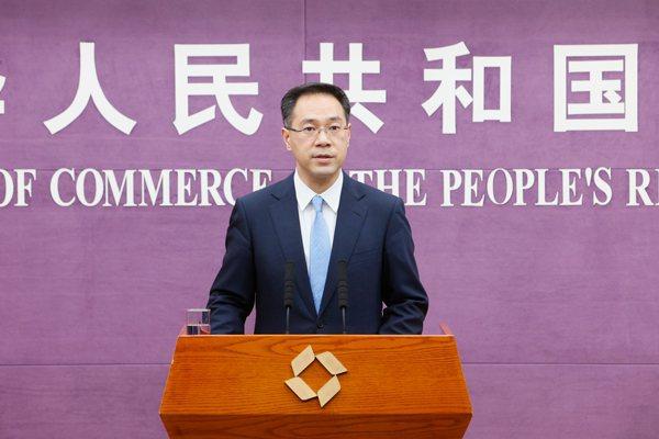 大陸商務部13日表示,中國支持WTO關於新冠疫苗等抗疫物資智慧財產權豁免提案進入...