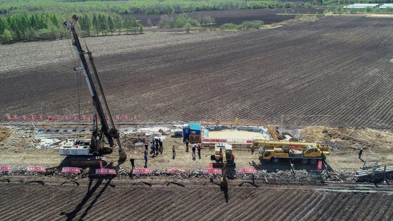 大陸最北高鐵13日開工建設。圖為哈伊高鐵先行段開工建設現場。(中新社)