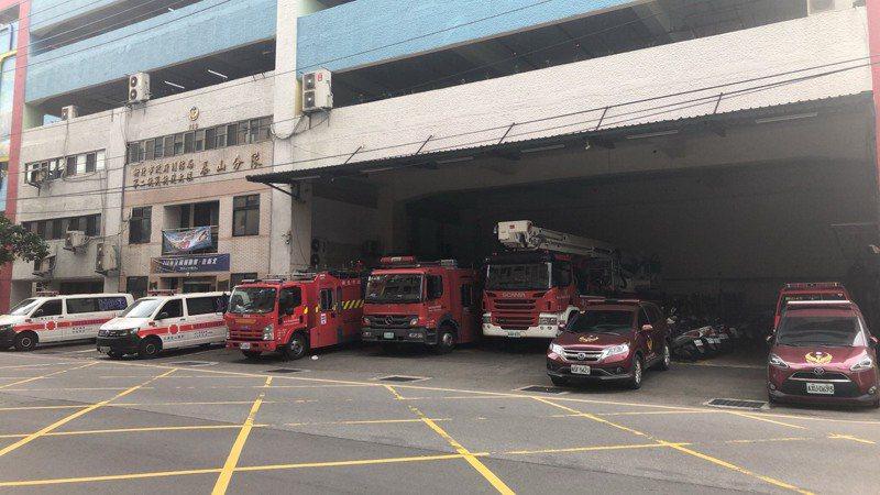 新北市消防局泰山分隊現地上方為停車場,未來可能搬遷到塭仔圳重劃區。圖/新北市消防局提供
