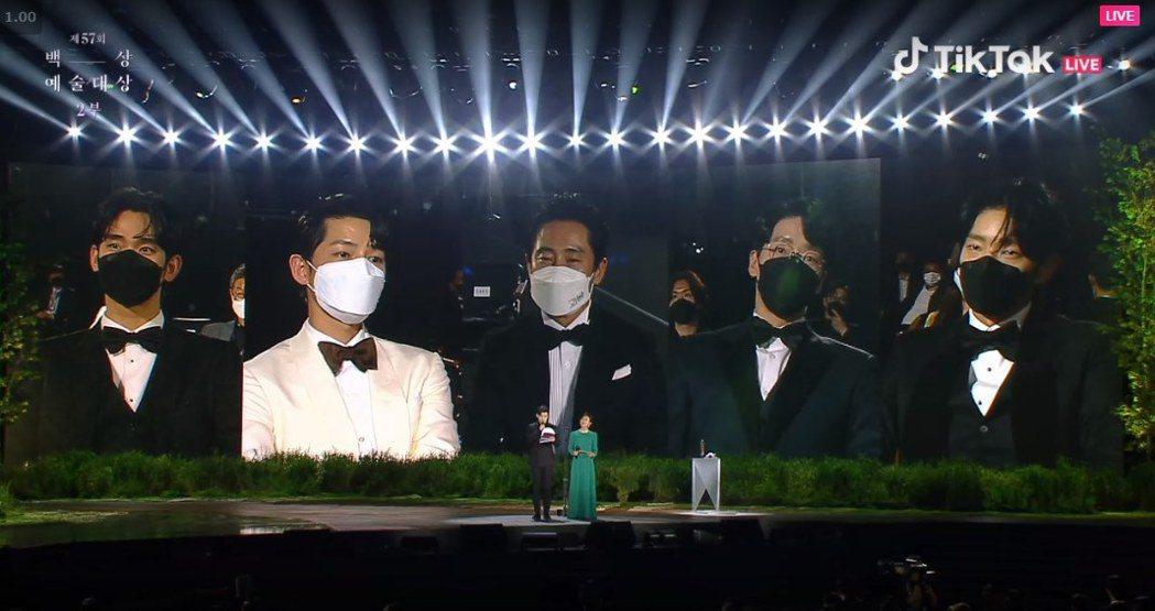 第57回百想藝術大賞13日在首爾登場,電視部男主角最後由「怪物」申河均拿下。圖/...