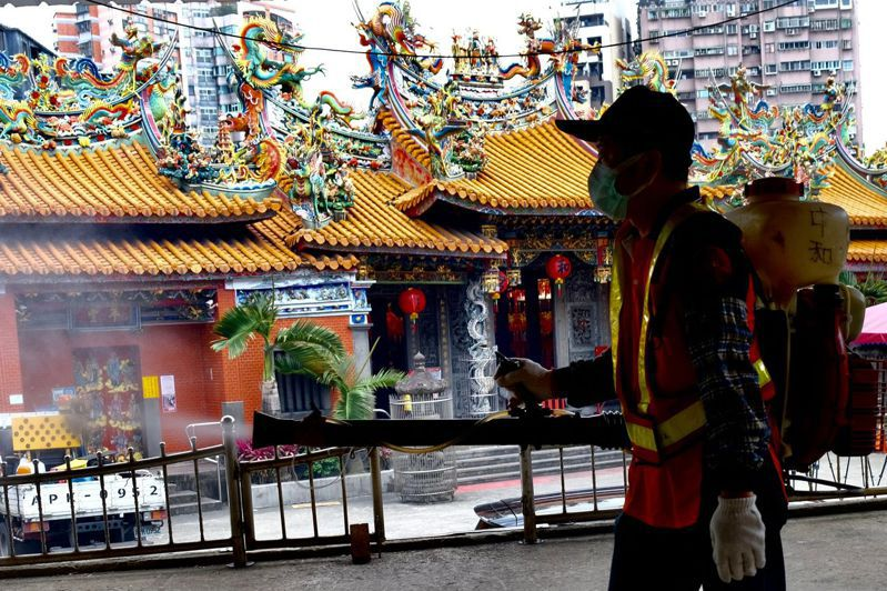 台灣連日出現多起本案例,新北市多處進行消毒動作。 法新社