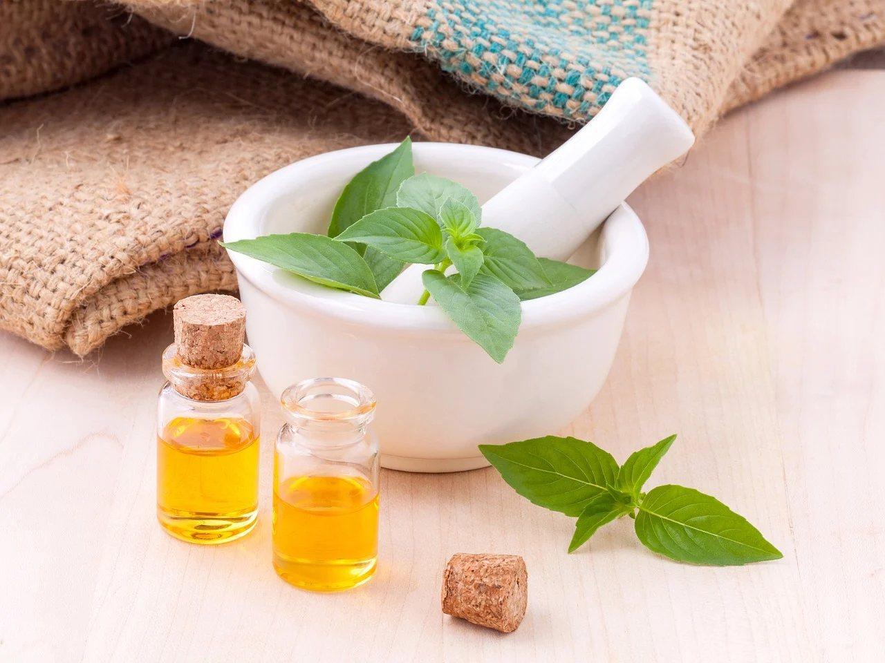除了洗手和口罩防護,建議同時使用藥草精油來提升免疫力。 圖/pixabay