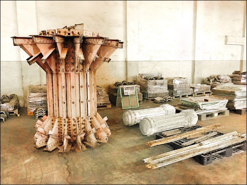 台中天外天劇場被切割「強摘器官式」保存的構件。 圖/台中市政府提供
