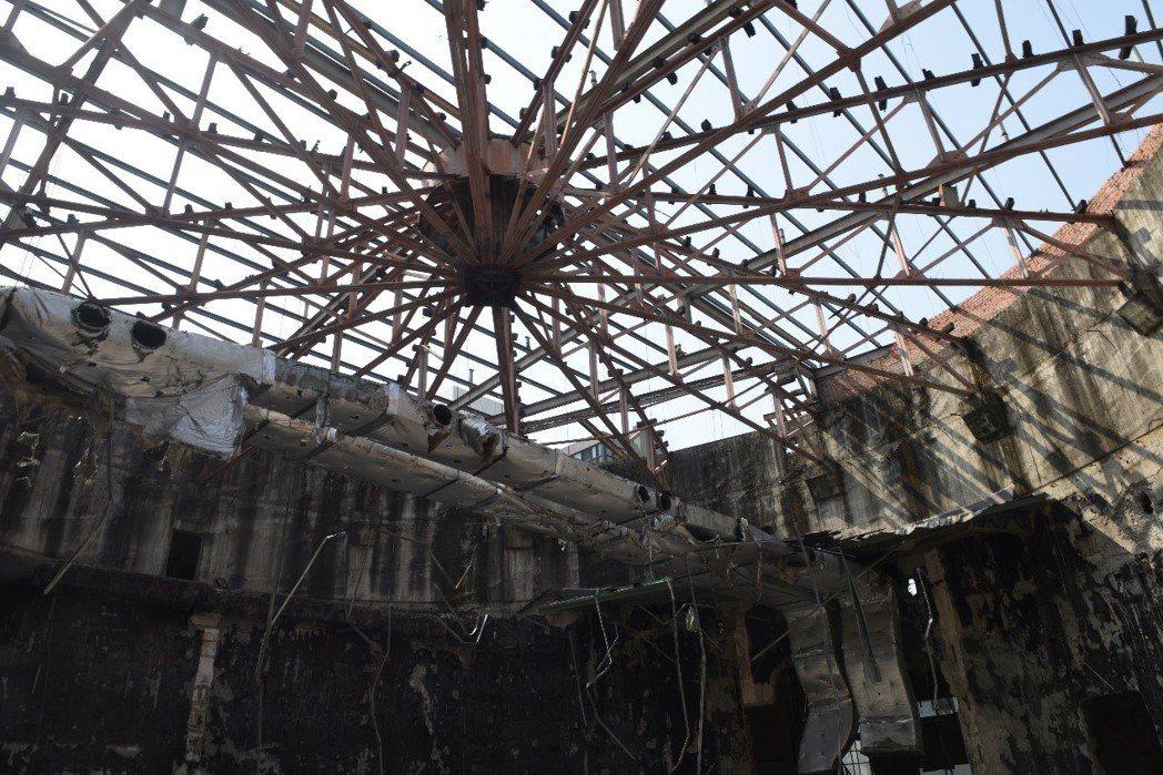 台中天外天劇場原本的普拉特式桁架。 圖/台中文資團體提供