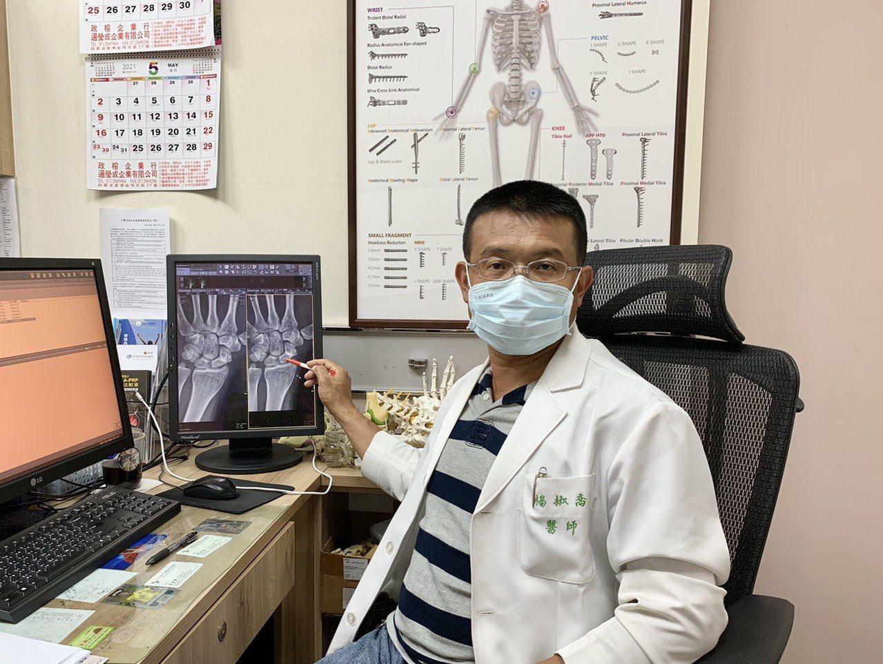 楊椒喬表示,手部小挫傷但疼痛依舊,要當心是否是骨折。 圖/王昭月 攝影