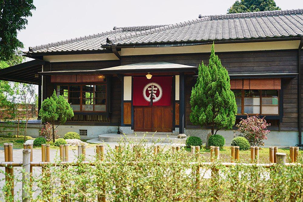 「吉照故里茶道院」是80年歷史的獨棟日式檜木建築,結合日式茶道訴說橋仔頭的故事。...