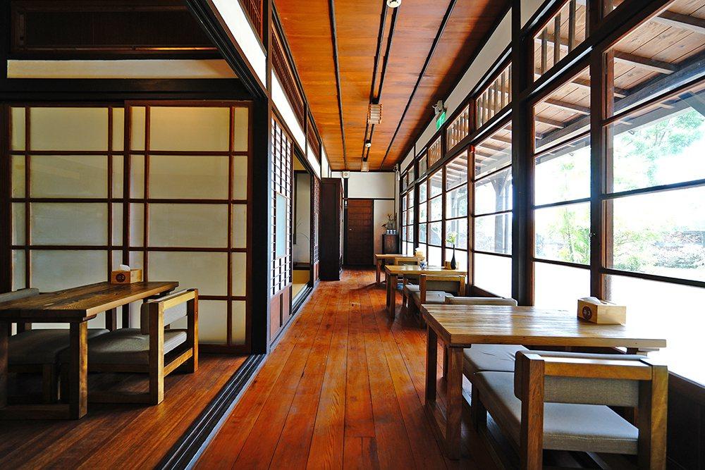 官階較高的宿舍才會有應接室的配置,採西式裝修,為男主人招待賓客的空間。  圖/...