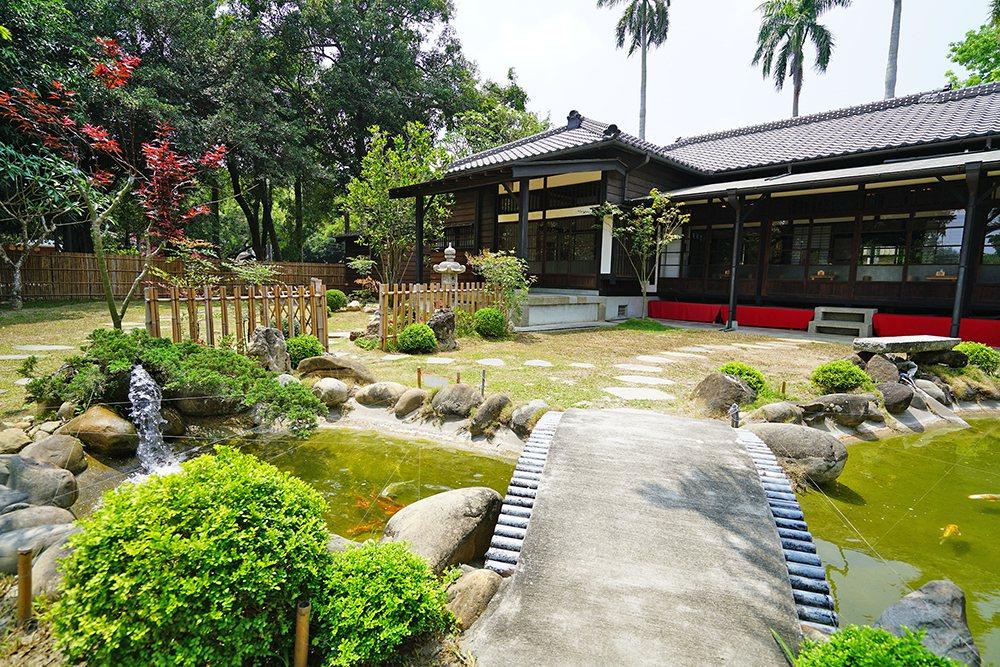日式庭園伴隨灰瓦厝走過悠悠歲月,見證老屋的過去與新生。 圖/Cindy Lee攝...