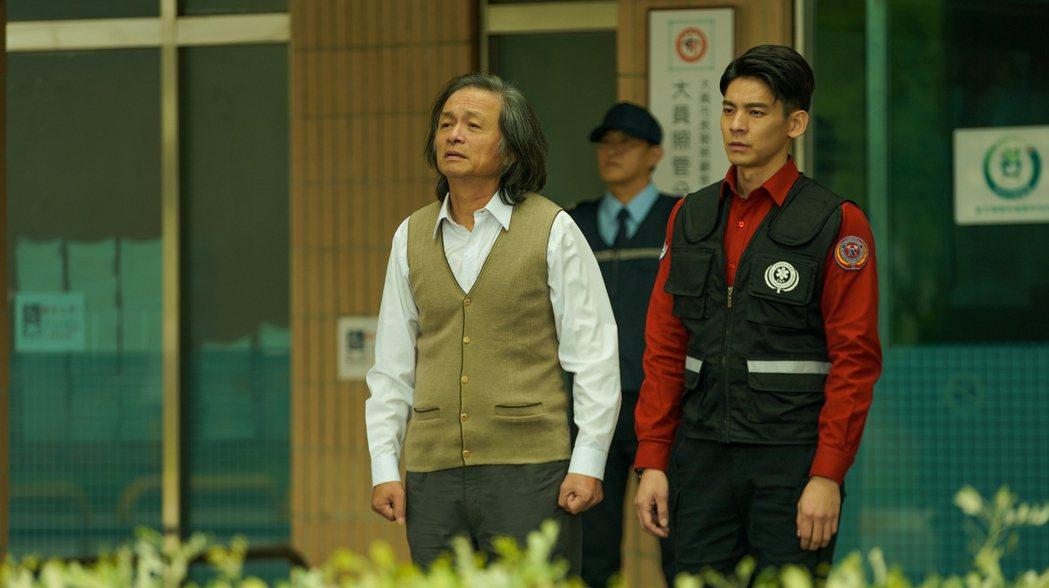 林志儒(左)、林柏宏在「火神的眼淚」中,師生重逢竟是人間悲劇逼哭觀眾。圖/公視、...
