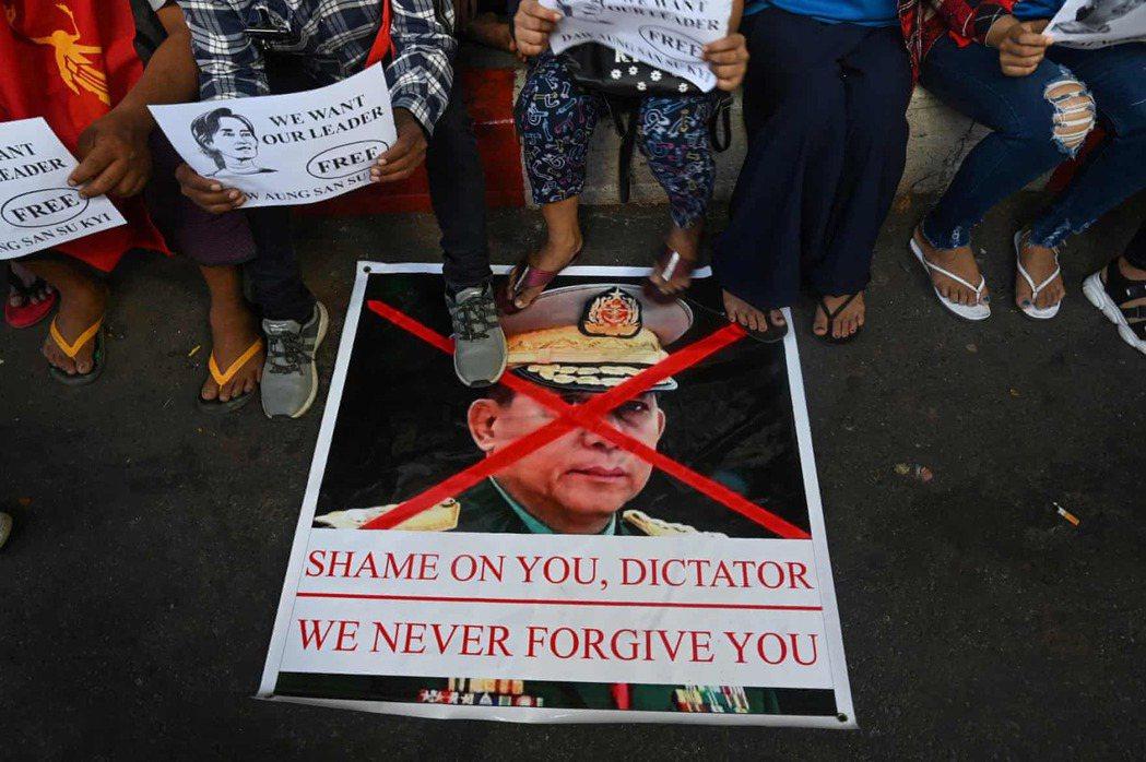 「我們在疫情間都不見得挨餓,但政變之後,我們每個人都挨餓了。」一位緬甸人說道。...