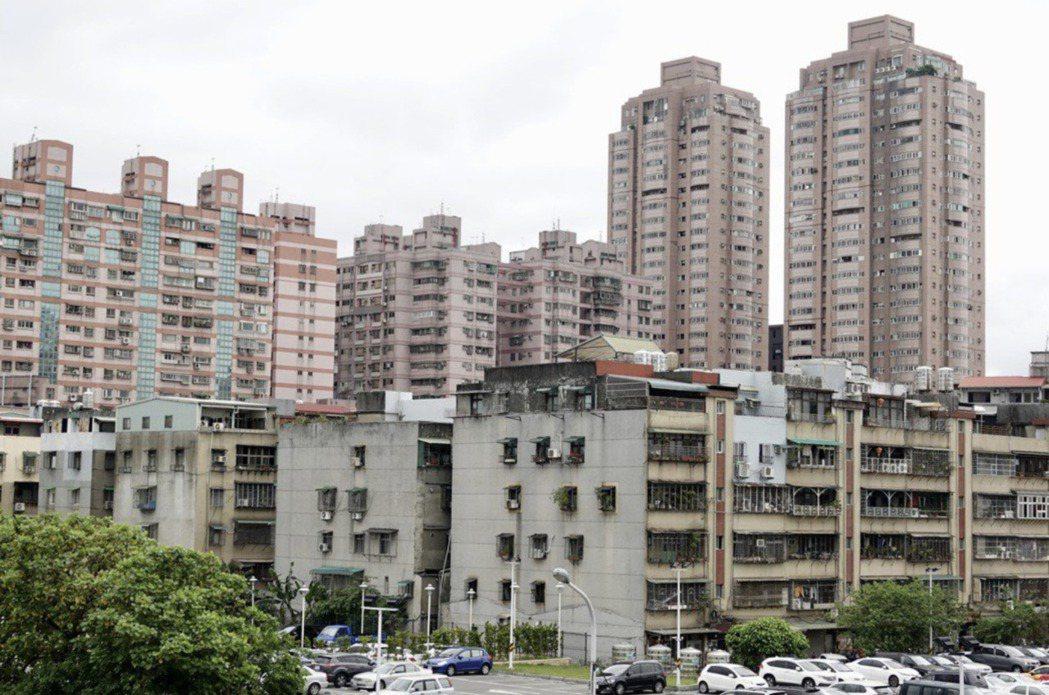 立法院院會今(14日)三讀通過修正都市更新條例部分條文,對於都更案內危險建築物,...