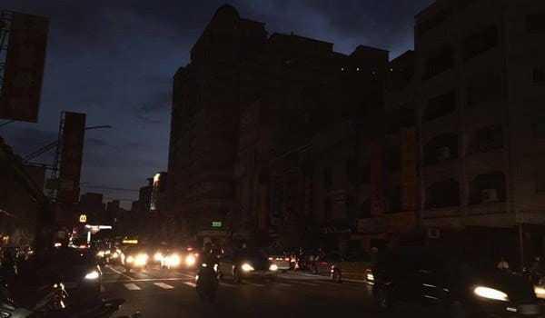 全台13日大停電,造成大批民眾不滿,但一名網友點出停電的「3大好處」,引發討論。 圖擷自facebook