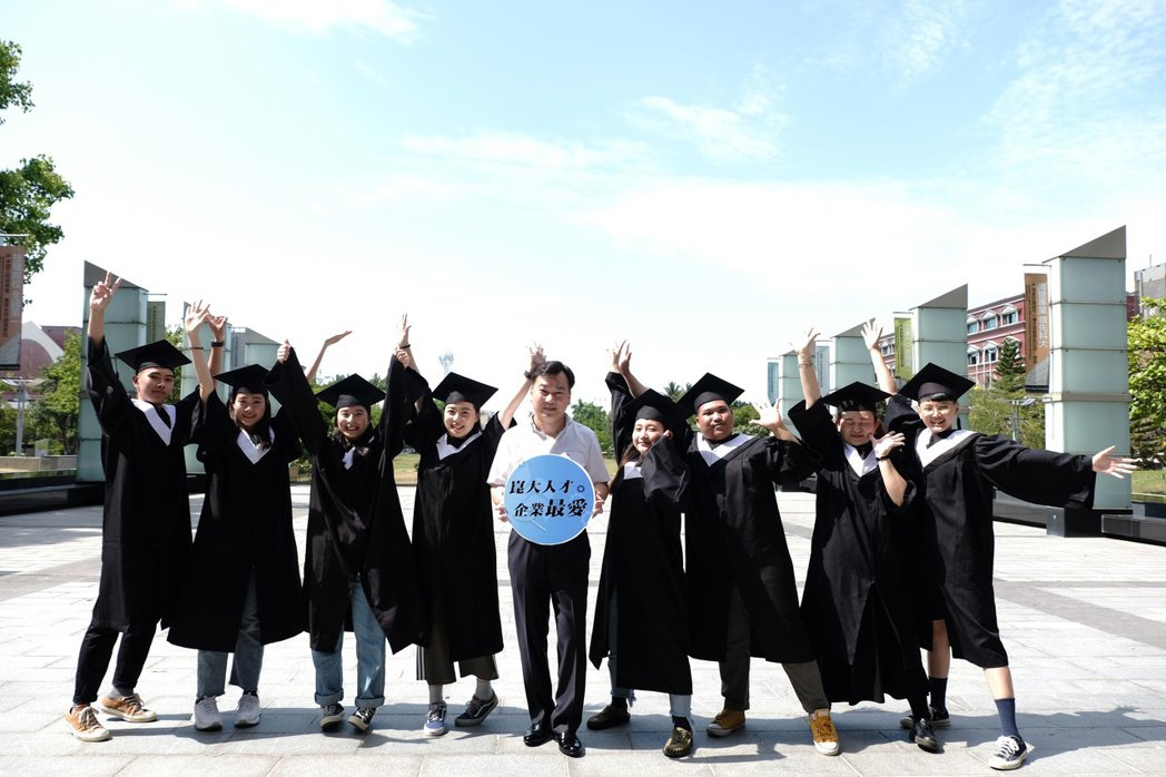 辦學有特色,崑山科大申請入學報到率百分百! 校方/提供。