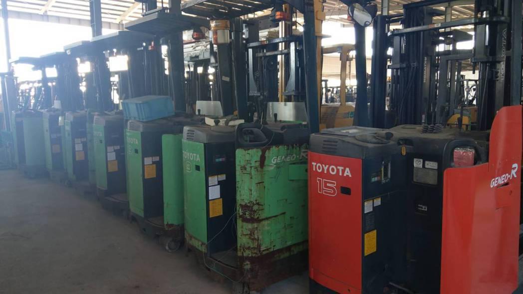 廠內擁有400餘台各式柴汽油、電動堆高機供挑選。