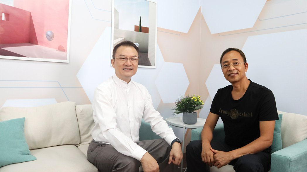 理財周刊發行人洪寶山(左)、蔡森(右)