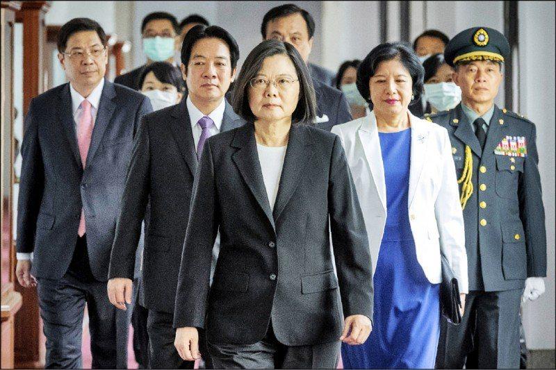 環時社評指出,現在正是台灣危機四伏的時候,需要警惕民進黨當局轉移視線進一步挑動兩岸對立。美聯社資料照片