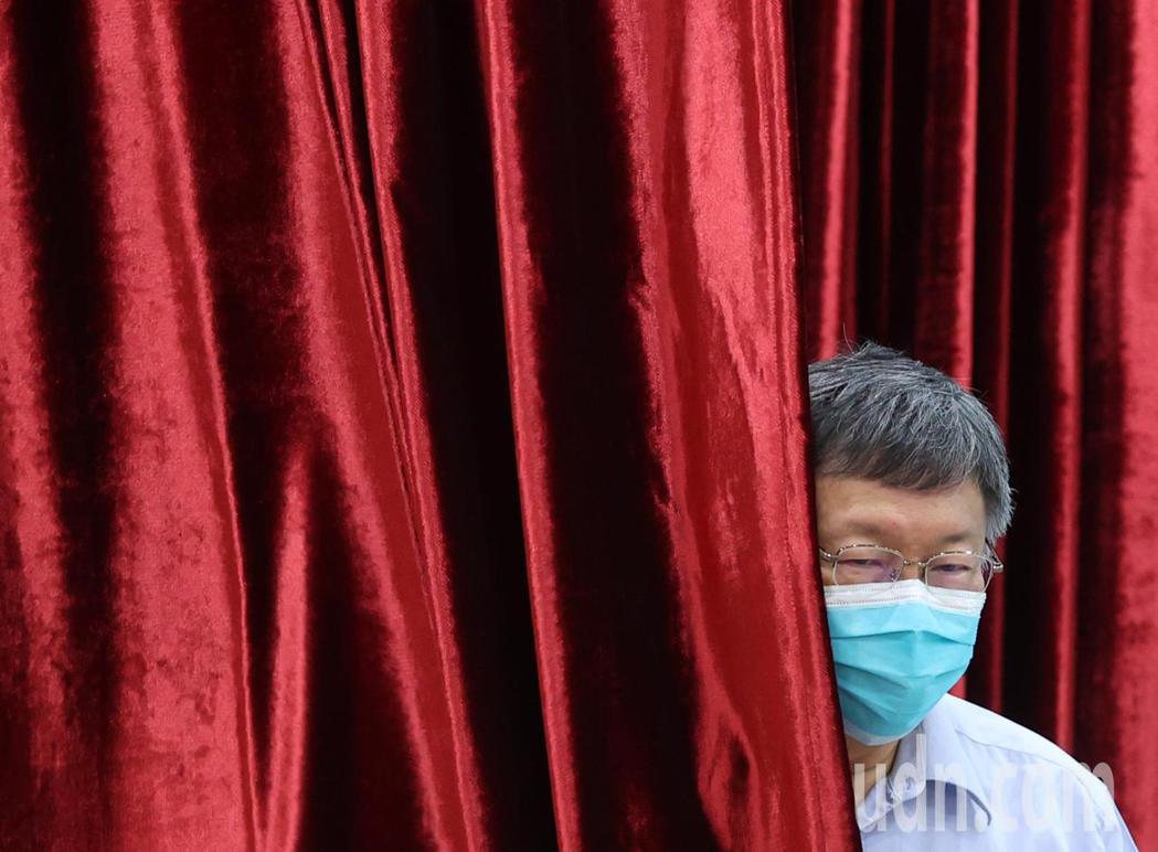 萬華本土群聚感染風暴持續擴大,台北市柯文哲上午在市府說明因應措施。記者林澔一/攝...