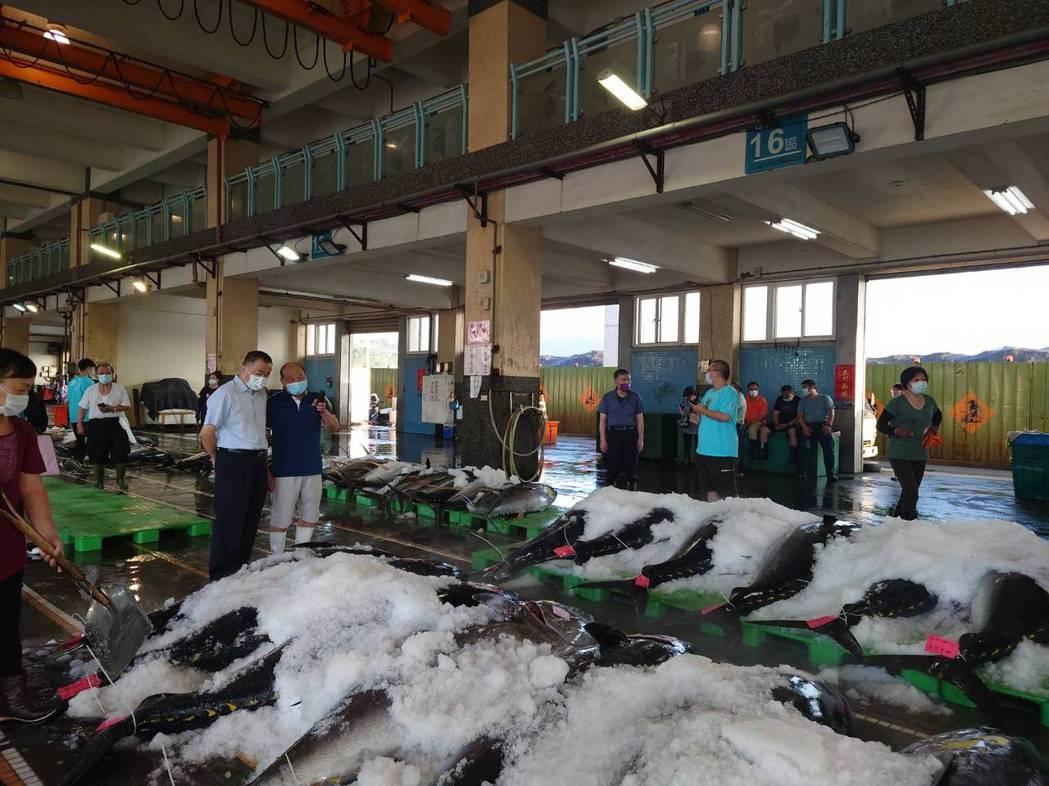 圖為南方澳漁港第三拍賣魚市場防疫情形。圖/漁業署提供