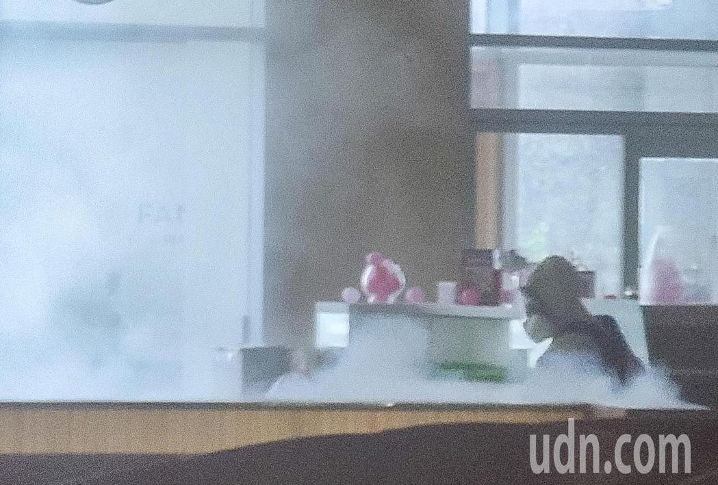 華航諾富特飯店在淨空16天後,化學兵群上午前往進行消毒。記者鄭超文/攝影