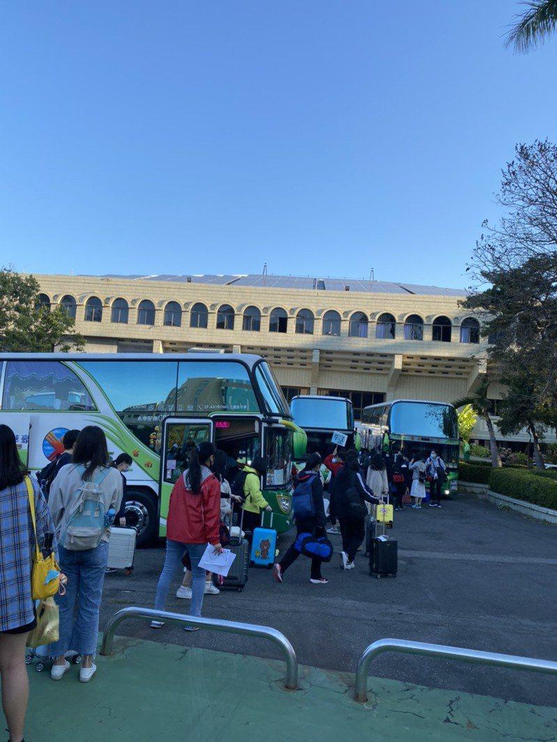 台南女中去年畢旅,延到今年2月才辦,而且是開學第1天去旅行,留下特別回憶。圖/台南女中提供