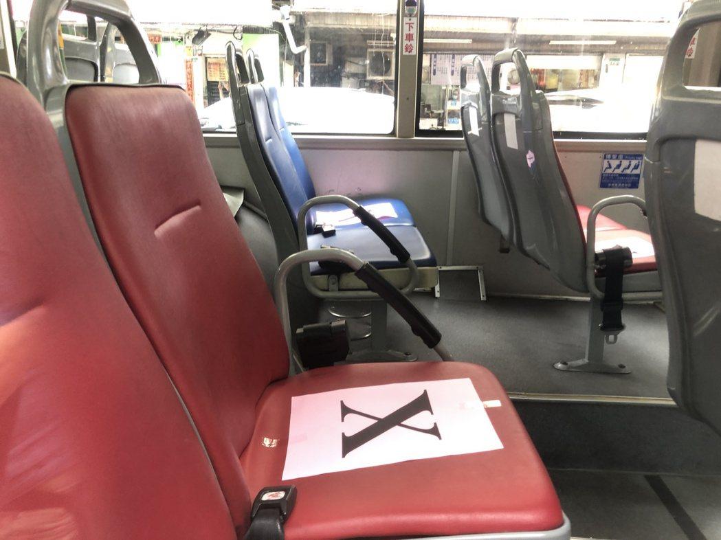 防疫專車內的座位採梅花座。記者鍾維軒/攝影