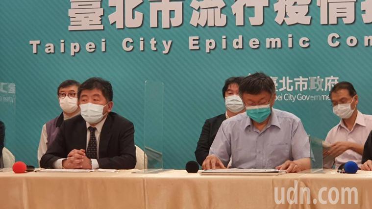 台北市柯文哲上午與衛福部長陳時中舉行防疫會議,會後受訪 。記者楊正海/攝影