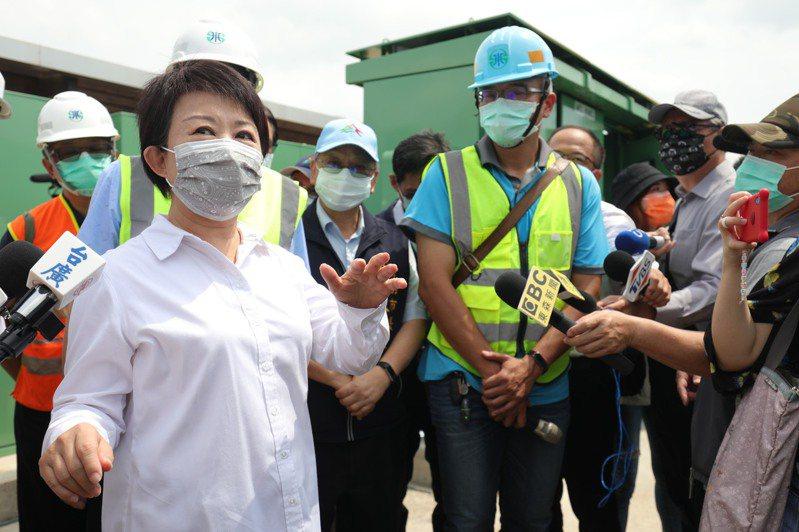 台中市長盧秀燕表示,中央現在「找水、省水、調水」,但若水利工程不順利又再不下雨,6月恐進一步限水,希望中央提早宣布,地方政府才能因應。記者喻文玟/攝影