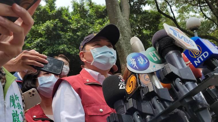 新北市長侯友宜表示,個案相關資訊以CDC公布為主,新北有掌握這個狀況,總計2班5...