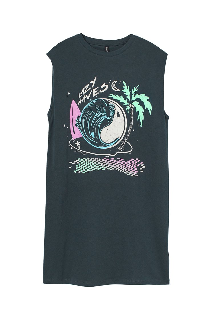 H&M滑板衝浪夏季系列長版上衣499元。圖/H&M提供