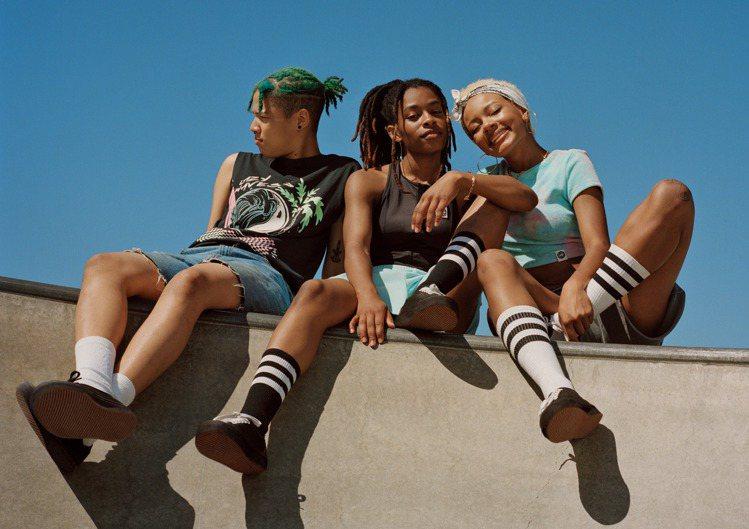 H&M為滑板及衝浪愛好者所打造的夏季系列,品牌藉由穿搭來傳遞自由,自主和...